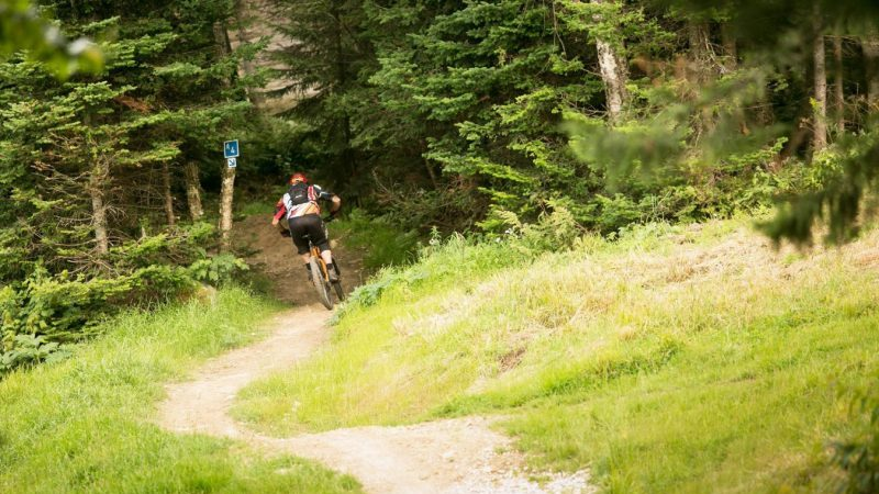 man mountain biking in killington vermont