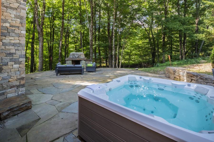 hot tub outside of a killington rental